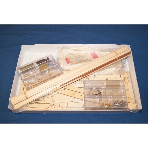 Intérieur boîte - Maquette du cotre corsaire Le Renard Robert Surcouf